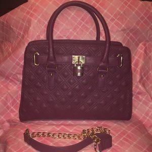 """👜QUILTED PLUM """" CHARMING CHARLIE """" BAG 👜"""